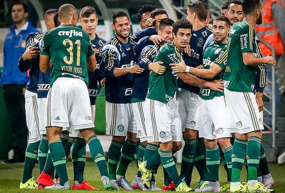 Palmeirenses comemoram bom momento do time no campeonato. Foto: Ari Ferreira / LancePress