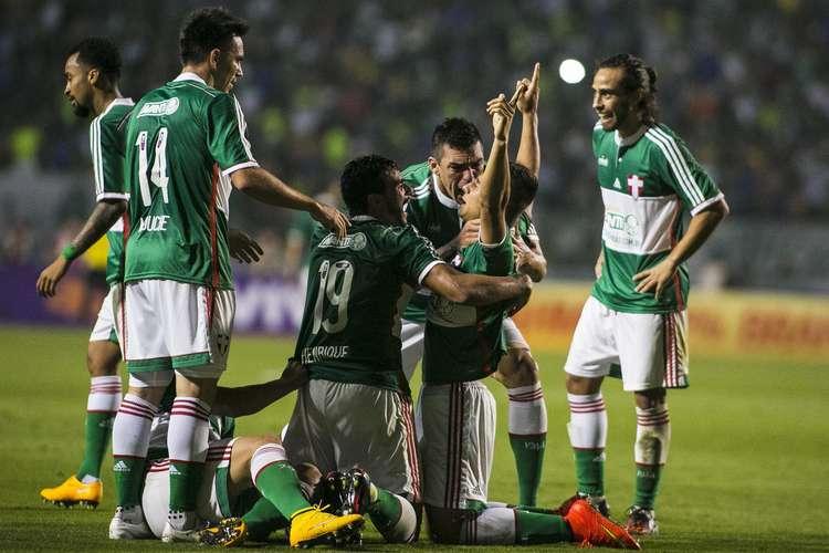 Jogadores do verdão comemoram o gol da virada. Foto: _Daniel Vorley / Agif / Gazeta Press