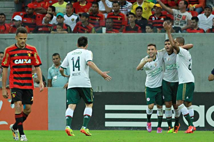 Palmeirenses comemoram o gol de Henrique. Foto: Renato Spencer / Getty Images