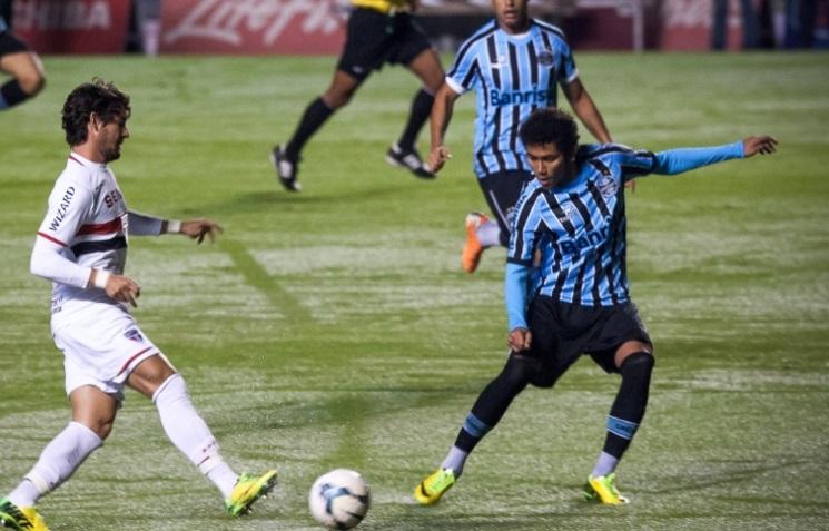 Pato atuou como titular, mas novamente passou em branco. (Foto: Rodrigo Capote/UOL)
