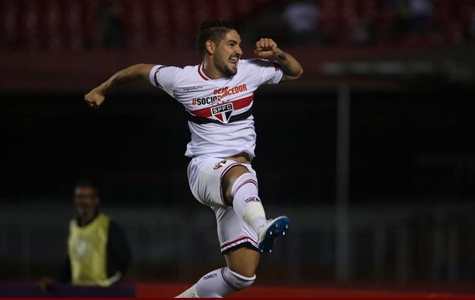Pato marca seu oitavo gol no paulista. (Foto: Rubens Chiri)