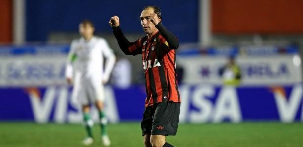 Veterano Paulo Baier marcou o segundo gol do furacão. Foto: AGIF