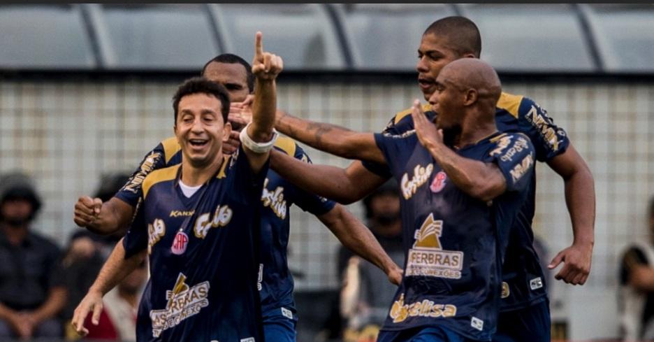 Guaru empatou de penalti, três minutos depois de sofrer gol. (Foto: Uol)