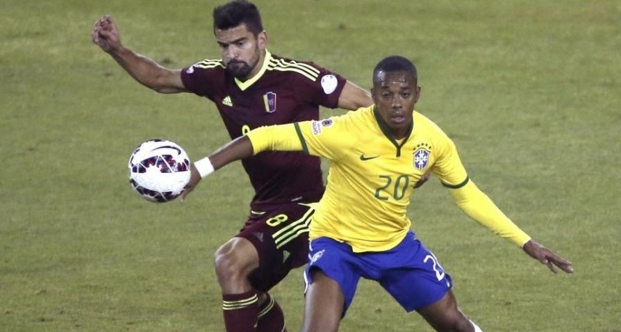 Robinho substituiu Neymar e fez boa partida diante da Venezuela. (Foto:Mario Ruiz/EFE)
