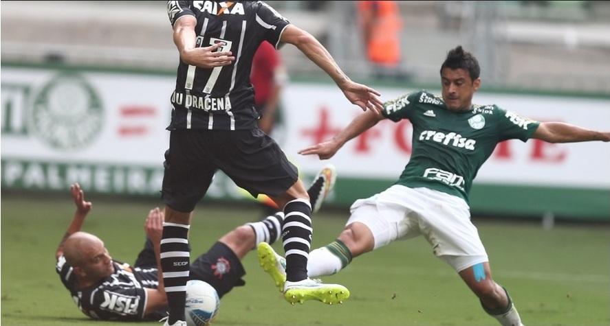 Robinho divide bola com Edu Dracena. Foto: Danilo Verpa / Folhapress