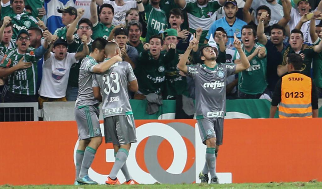 Robinho comemora o primeiro gol do Verdão. Foto: Lancenet