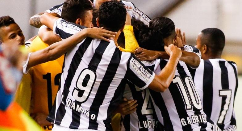 Santistas comemoram primeiro gol marcado contra o Coxa. (Foto: Getty Images)