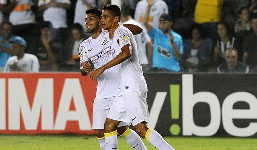 Gabriel comemora gol ao lado de Cícero que abriu o placar na Vila. (Foto: Ivan Storti/LANCE!Press)