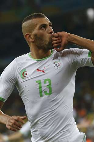 Slimani comemora o gol da classificação argelina. Foto: AFP