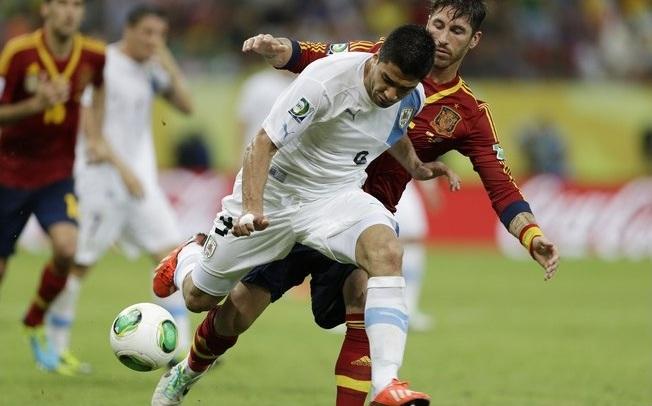 Luiz Suarez descontou para os uruguaios. Foto: AP