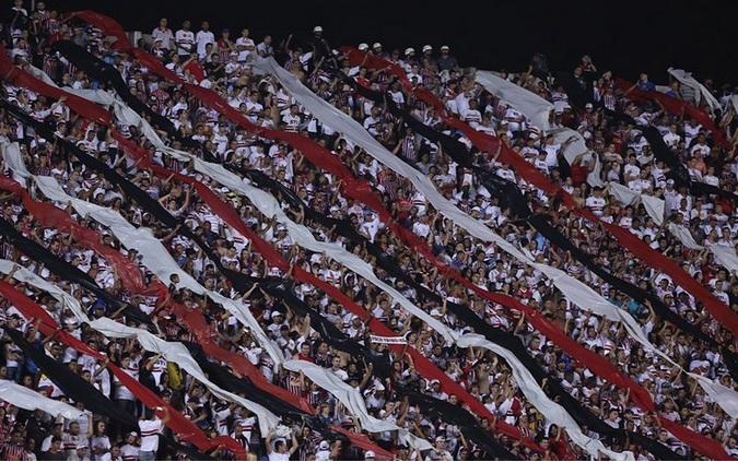 Aproximadamente 51 mil pessoas estiveram no Morumbi para empurrar o São Paulo. ( Foto? Rubens Chiri)