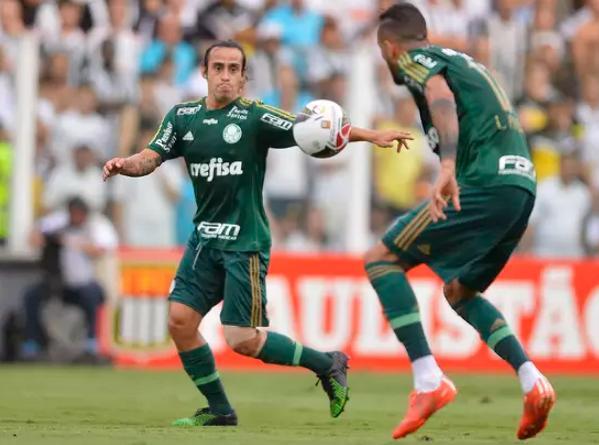 Valdivia deu passe pra gol, jogou boa parte da partida na Vila. (oto: Mauro Horita/Agif )