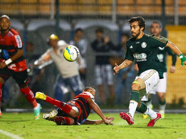 Valdivia criou boas chances,  mas não evitou a derrota. Foto: Wagner Carmo / Inovafoto / Gazeta Press