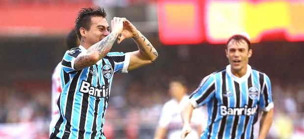 Vargas comemora o gol da vitória do Grêmio no Morumbi. Foto: Roberto Vazquez / Futura Press