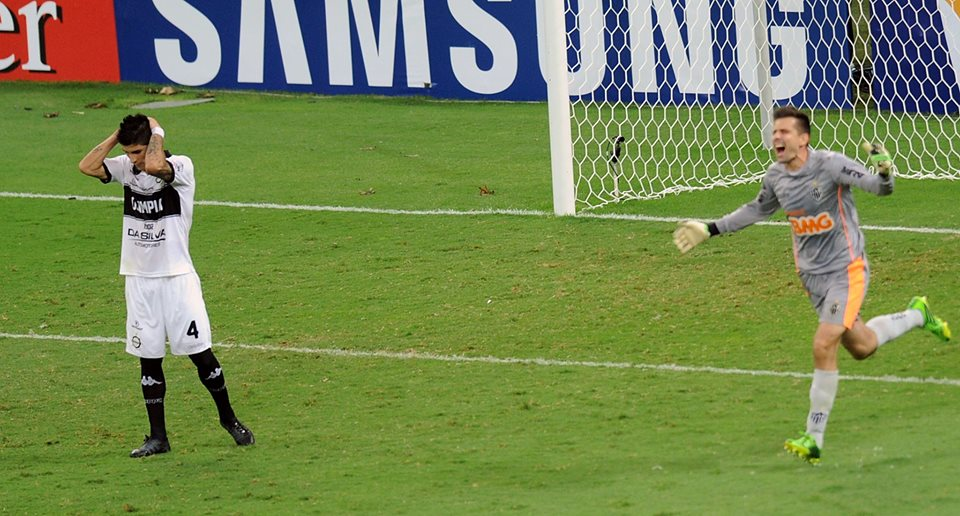 Goleiro Victor foi novamente o herói do Atlético-MG na decisão por pênaltis. Foto: AFP