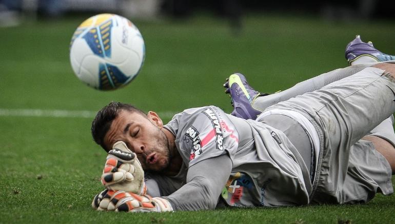 Vladimir foi o nome da partida com belas defesas diante do Corinthians.  (Foto: Ricardo Nogueira/Folhapress)
