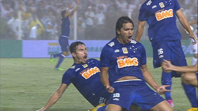 Marcelo Moreno comemora gol de empate no primeiro tempo. (Foto: Reprodução).