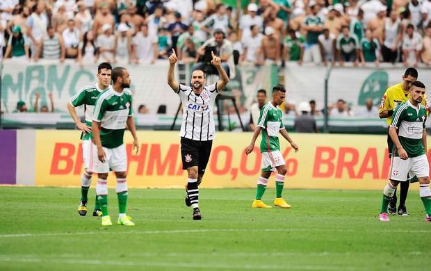 Danilo comemora o gol que deu o empate ao Corinthians, no final do clássico (Foto: Marcos Ribolli)