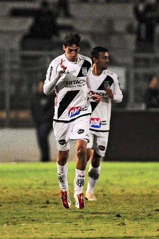 Rildo comemora gol diante do Santos. (Foto: terceiro tempo)