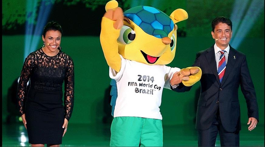 Fuleco mascote da Copa acompanhado por Marta e Bebeto. (Foto: Vipcomm)