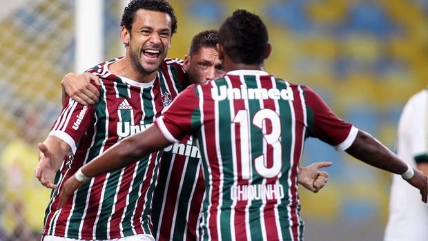 Fred comemora o 1º gol do Flu com Sobis e Chiquinho. (Foto: Matheus Andrade/Photocamera)
