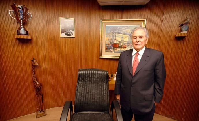 Juvenal Juvêncio na sala da presidência do São Paulo. (Foto: Marcos Ribolli).