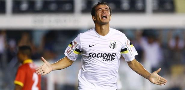 Leandro Damião, marca seu 1º gol com a camisa do Santos. (Foto: Uol)