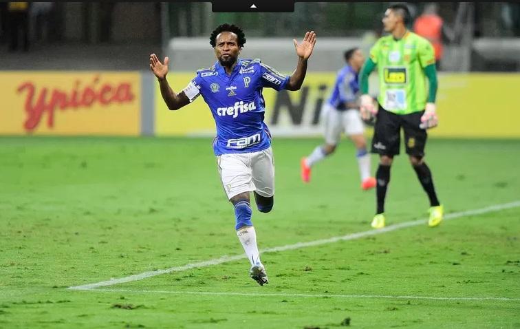 Jogando no meio Zé Roberto fez 2 e ainda perdeu penalti. (Foto: Reprodução)