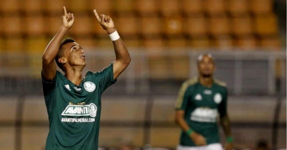 Juninho comemora gol da partida diante da Lusa. (Foto: Reinaldo Canato / Uol)