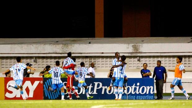 Jogadores comemoram gol do Papão. Foto: Thiago Gomes / Futura Press