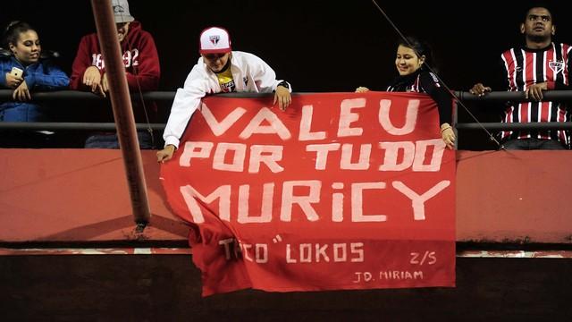Torcida agradece Muricy. (Foto: Marcos Ribolli)