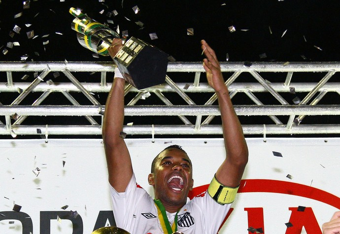Na última passagem pelo Santos, Robinho foi campeão paulista e da Copa do Brasil (Foto: Divulgação / Santos FC)