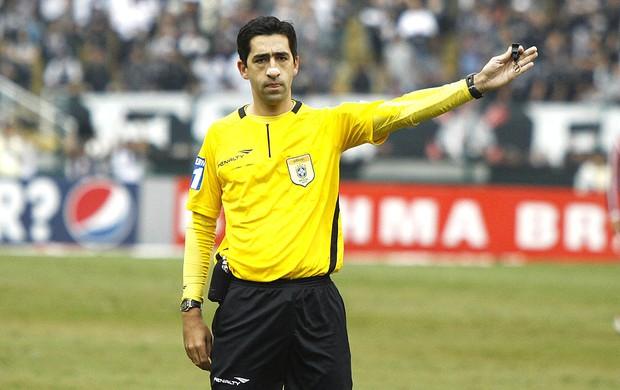 Afastado da final por prestar serviços ao Corinthians Rodrigo Braghetto se aposenta. (Foto: Futura Press)