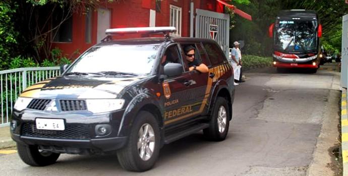 Seleção americana escoltada pela Polícia Federal. (Foto: São Paulofc.net)