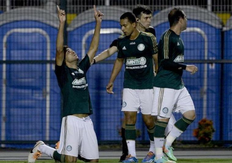 Alan Kardec comemora o gol salvador no final da partida contra o Ituano (Foto: Ricardo Matsukawa / Terra)
