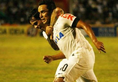 O camisa 10 fez o gol da virada para o timão. (Foto: Rubens Cardia / Futura Press)
